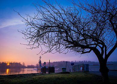 Fähre auf dem Nord-Ostsee-Kanal bei Burg/Dithmarschen
