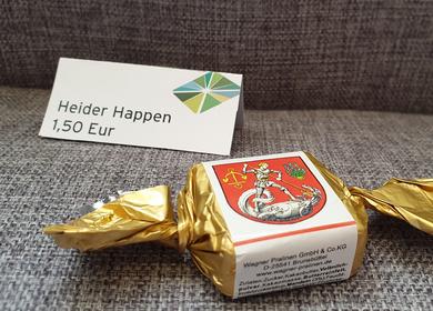 Schokolade in goldendem Papier mit dem Heider Wappen 1,50€