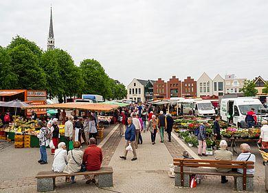 Einkauf auf dem Heider Wochenmarkt